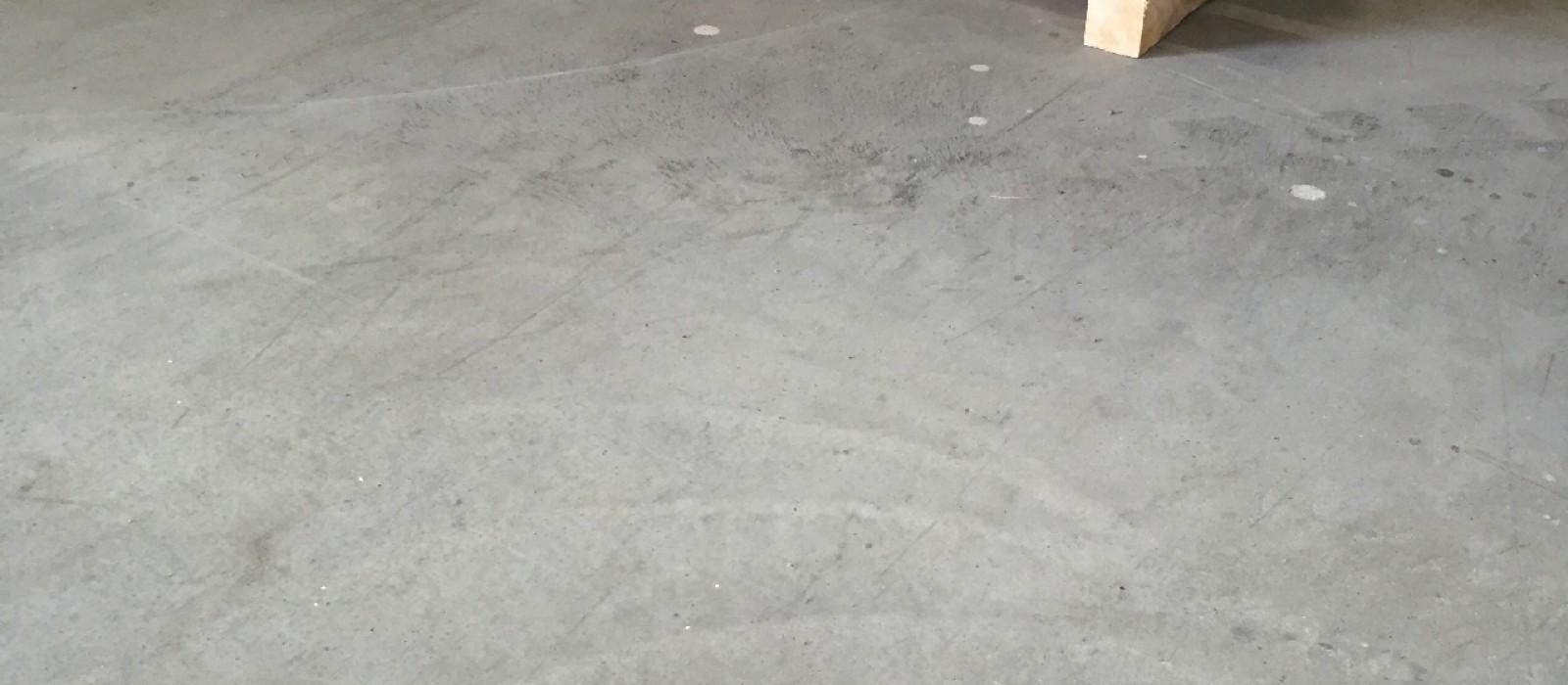 Holzpalette-1200×800-mit-8-Deckbrettern-und-4-Bodenkufen