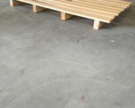 Holzpalette-1200x800-mit-8-Deckbrettern-und-4-Bodenkufen