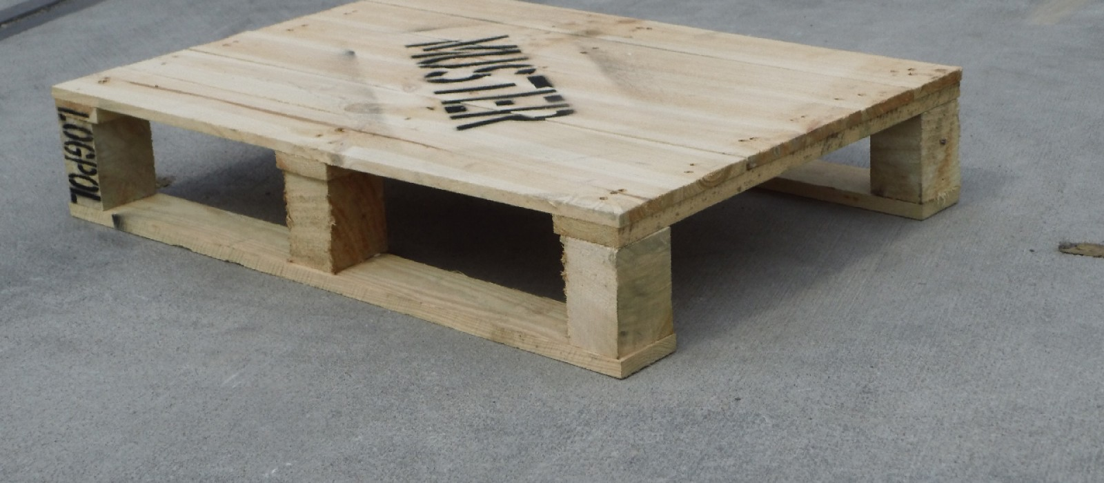 Holzpalette-470×670-als-4–Wege-Ausführung