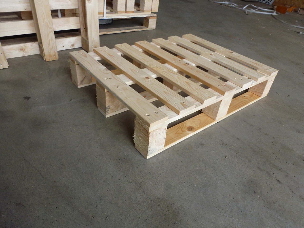 Holzpalette-540×740-in-stabiler-Ausführung