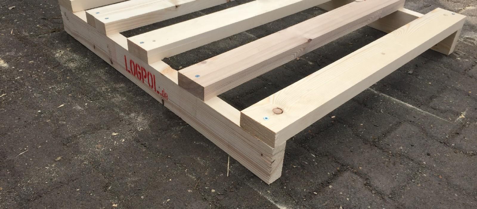 Holzpalette-mit-5-bündigen-Deck–und-zwei-Bodenbrettern