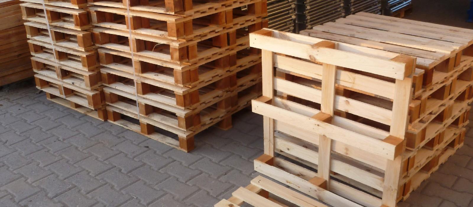 Holzpalette-850×850-mit-7-Querbrettern-und-im-Stapel