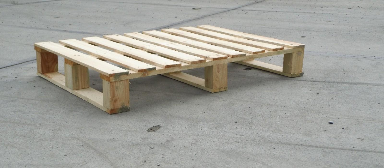 Transportpalette-in-4-Wege-Ausführung-mit-3-Kufen