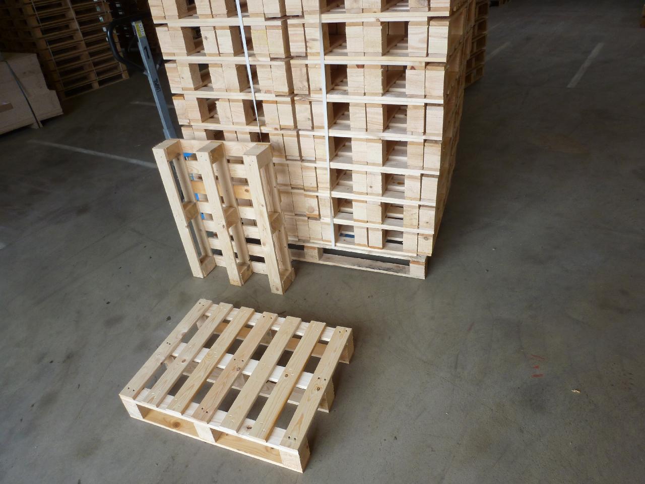 Transportpalette-mit-7-Deckbrettern-und-3-Kufen