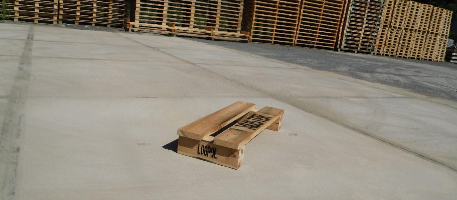 Holzpalette-800×300-in-2-Wege-Ausführung