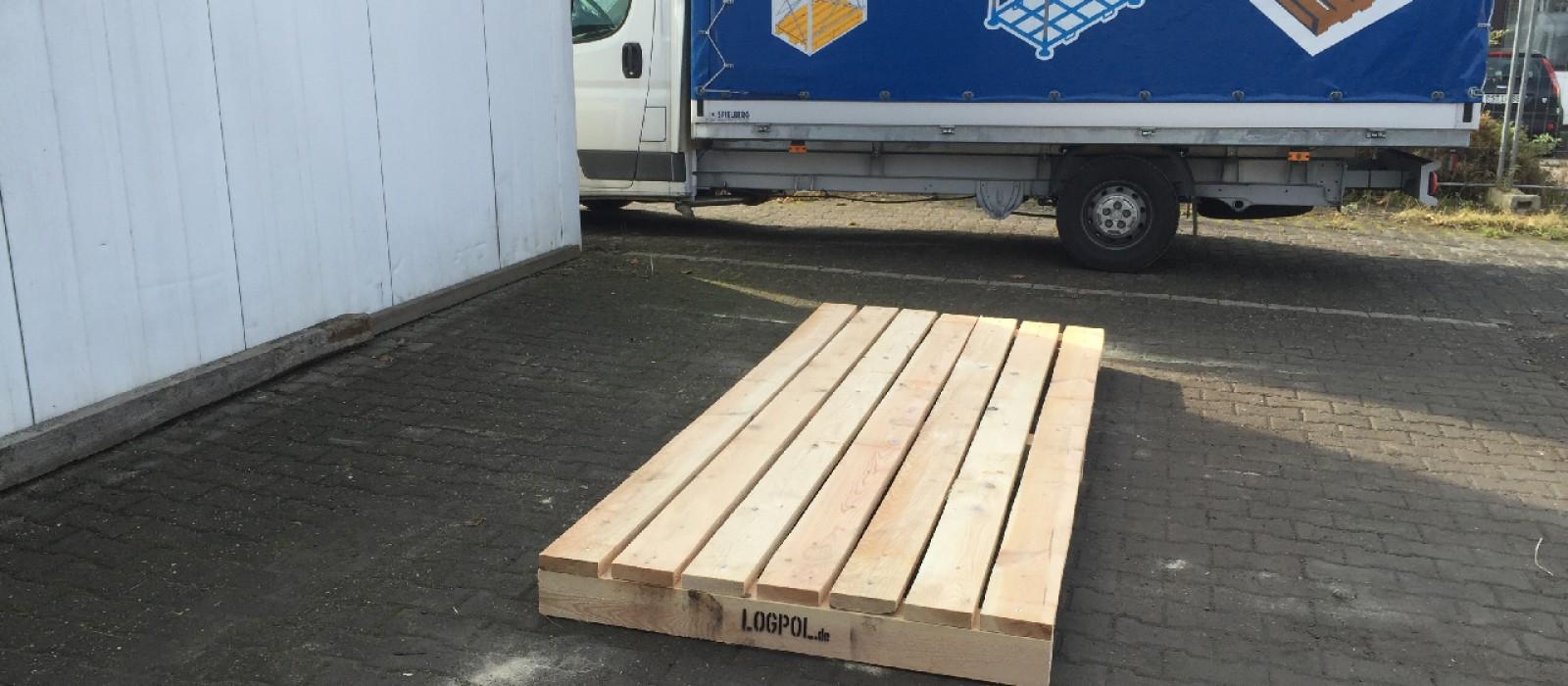 Holzpalette-mit-7-Deckbrettern