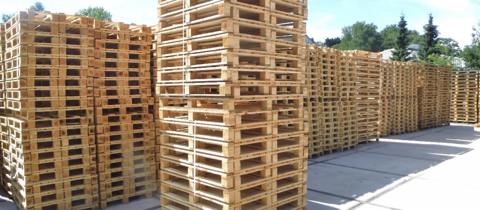 Holzpalette-1200×1200-mm-im-Stapel