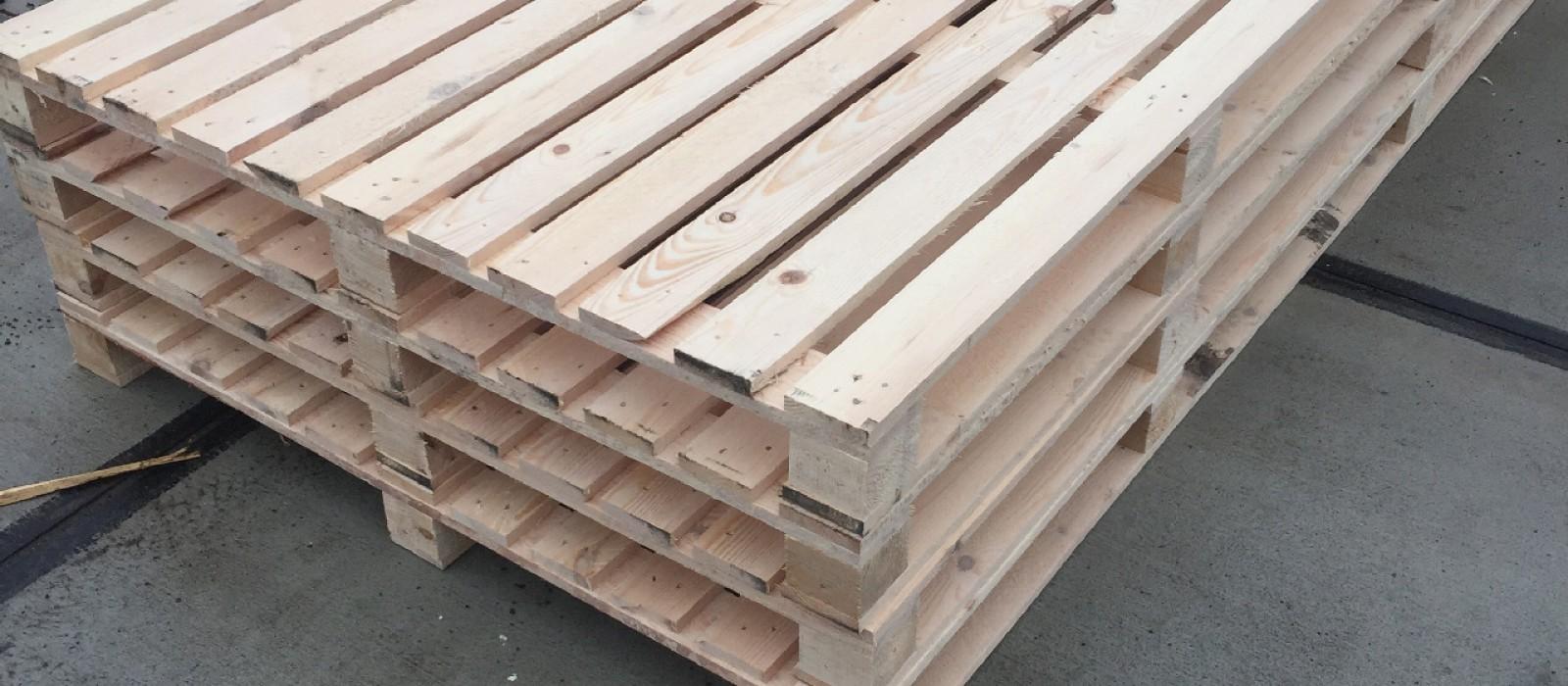 Holzpalette-2400×1400-mm-mit-11-Deckbrettern