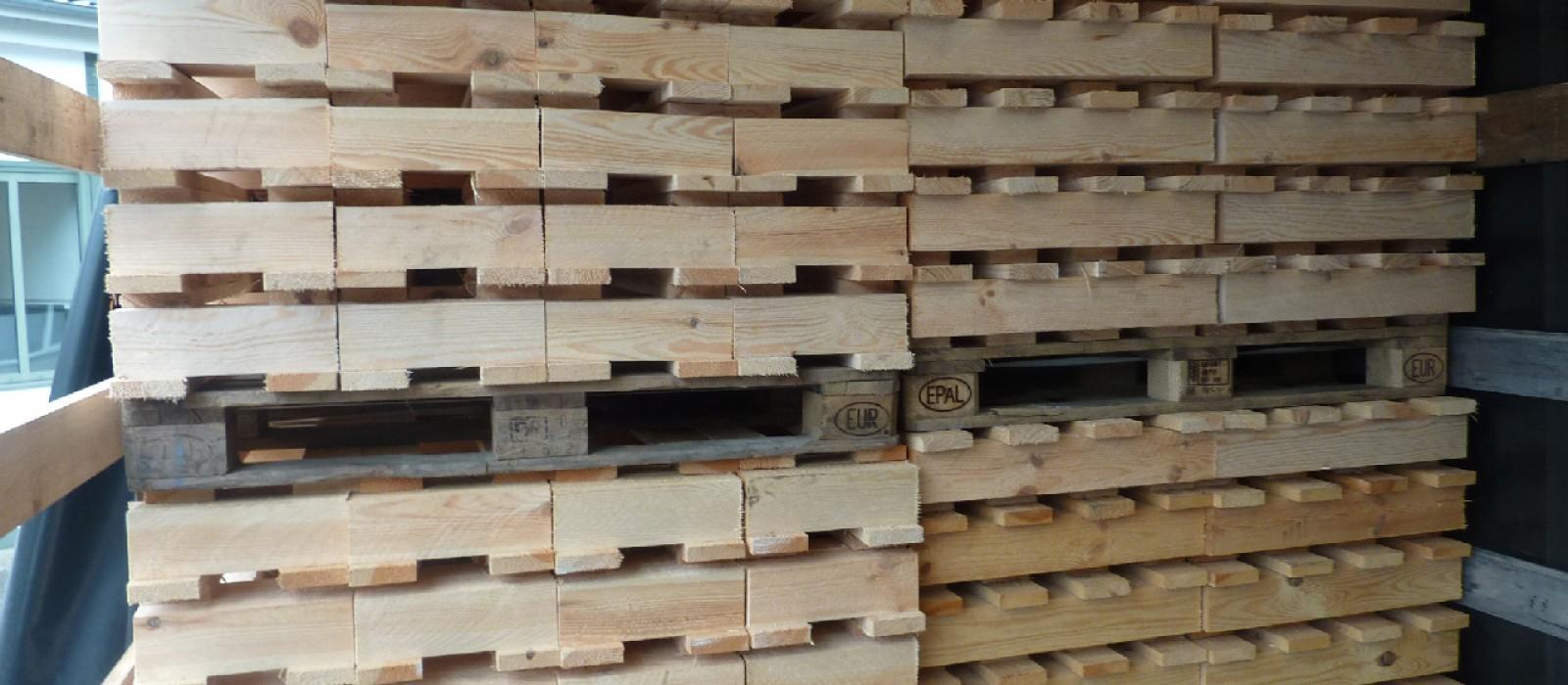 Holzpalette-im-gestapelten-Zustand