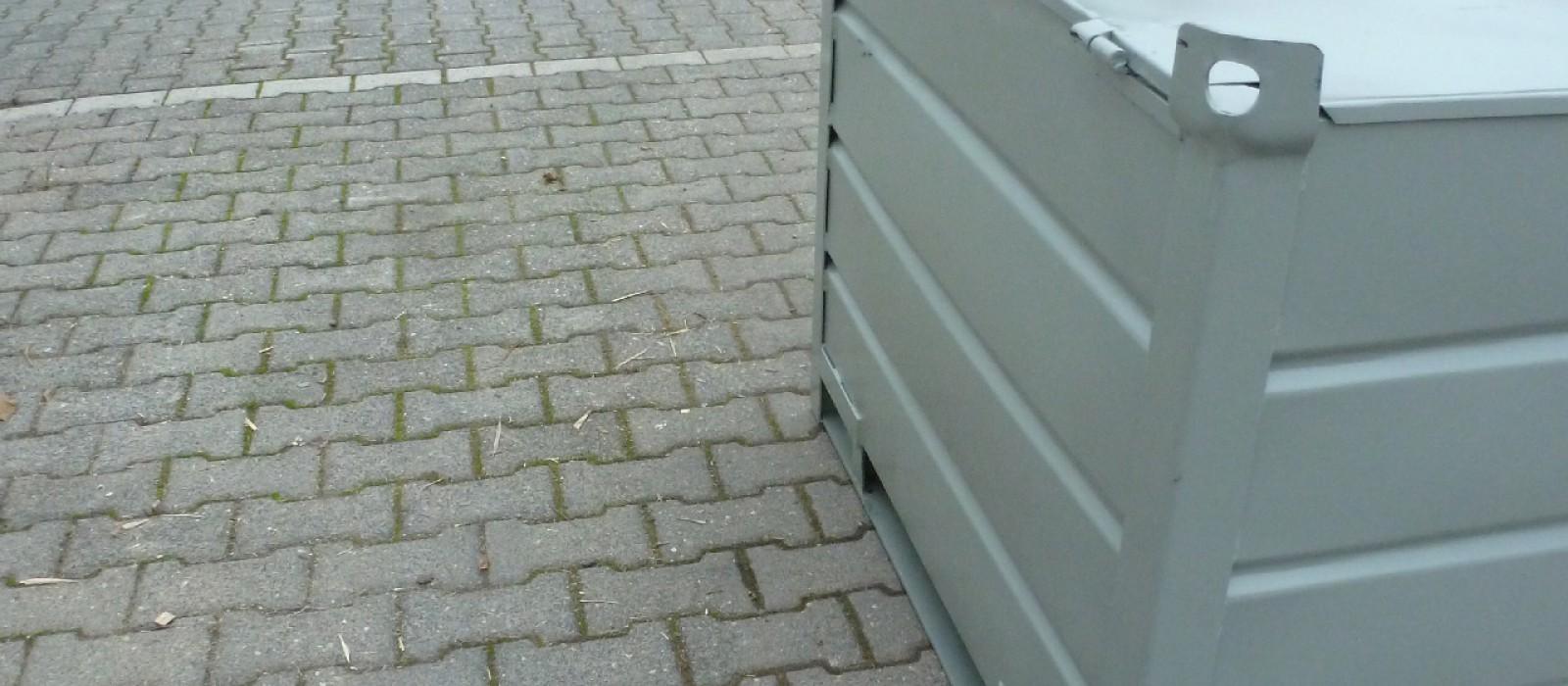 Sickenblechbehälter-1200×800-mit-Klappe