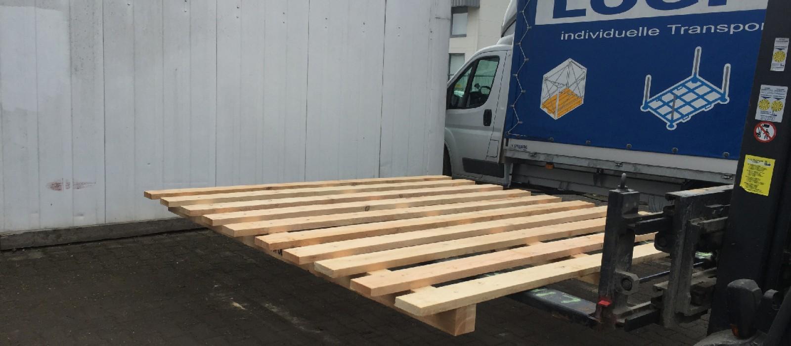 Transportpalette-mit-10-Deckbrettern