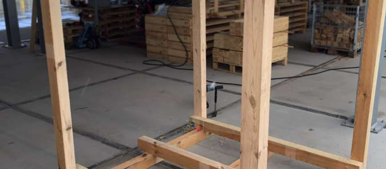 Holzgestell-LOGPOL-1800×1800