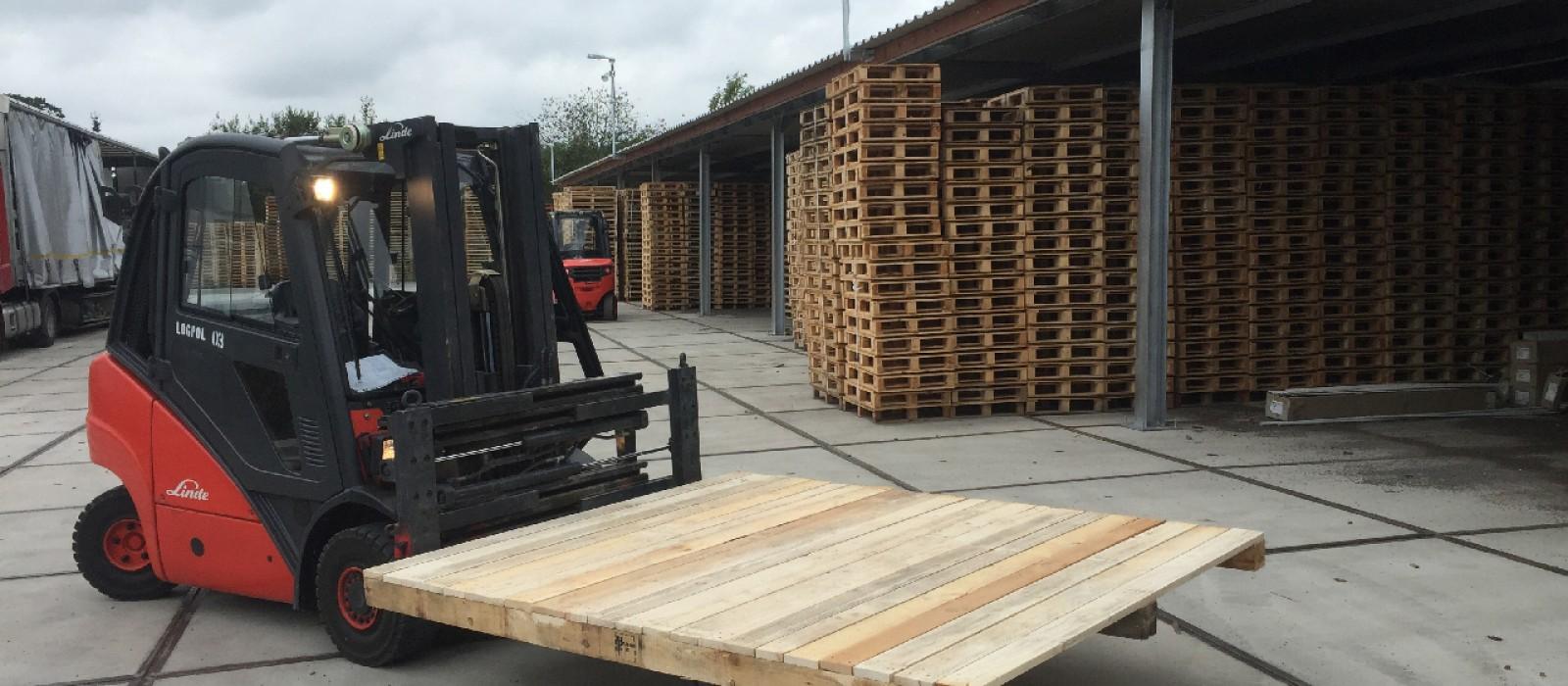 Holzpalette-2400×2000–mit-vollflächiger-Deckfläche